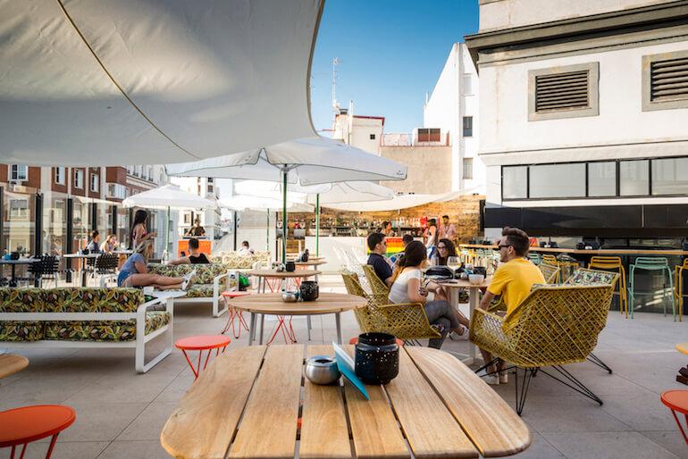Terraza Generator Hostel Cóctelería En Una Azotea En Gran Vía