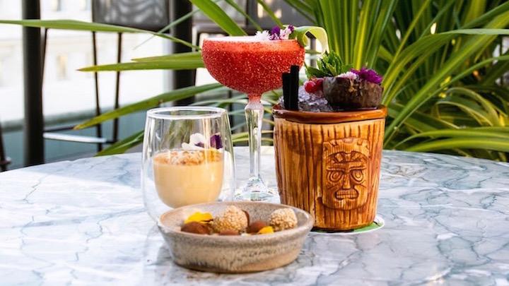EL JARDIN DE DIANA Panacota de Coco y crumble de nueces, Mix de trufas y cocteleria