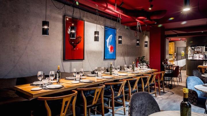 ROOSTIQ ambiente sofisticado y acogedor para cenas en grupo