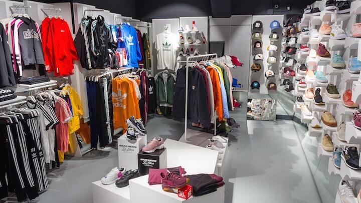 WANNA SNEAKERS moda deportiva en una tienda premium de Malasaña