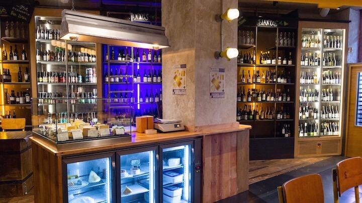 LA CANÍBAL vinos de grifo, cervezas artesanas y tablas de queso