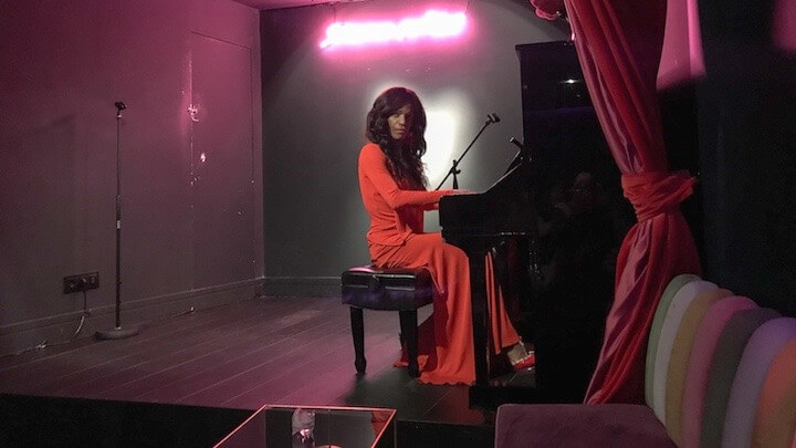 SÁCAME POR DIOS karaoke y piano bar en Chueca