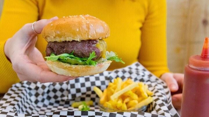 Hamburguesa Juicy Lucy de Pic & Nic con ternera rellena de queso cheddar fundido