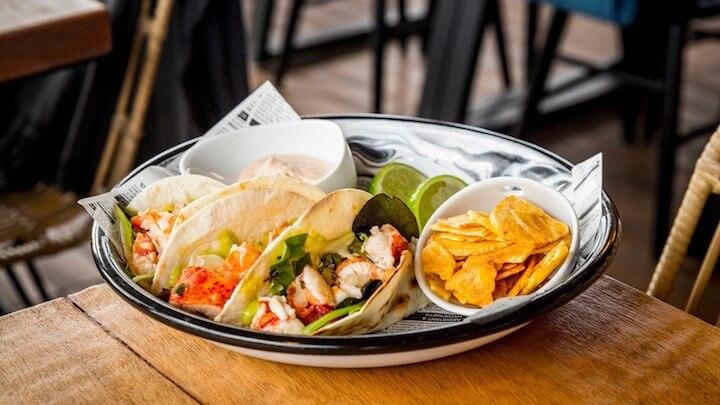 DOÑA LUZ Tacos de Bogavante con aguacate y mango