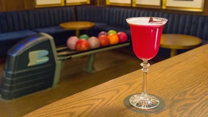 ETXEKO Y FETÉN Clandestine Bar cóctel de Pisco con un sorprendente toque de remolacha