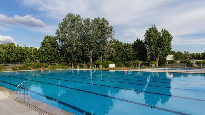SOMONTES Club Deportivo El Pardo piscina preparada minusválidos
