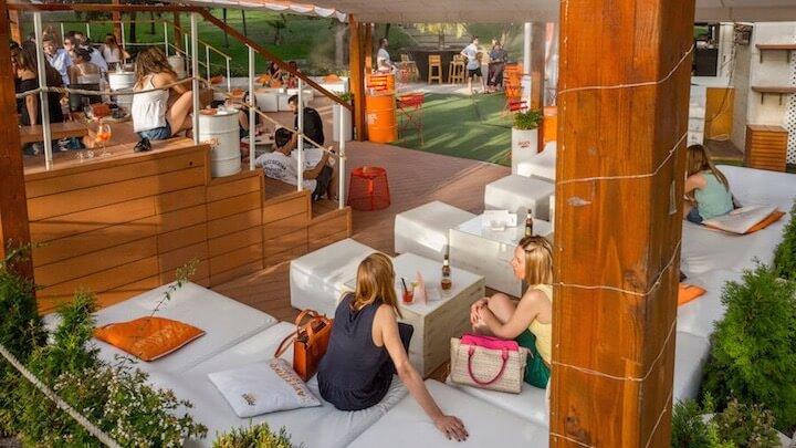 TERRAZA ATENAS terraza con pequenas piscinas