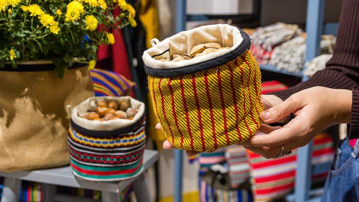 ETUREL tienda con productos y estampados típicamente rurales convertidos en algo chic Panoramica