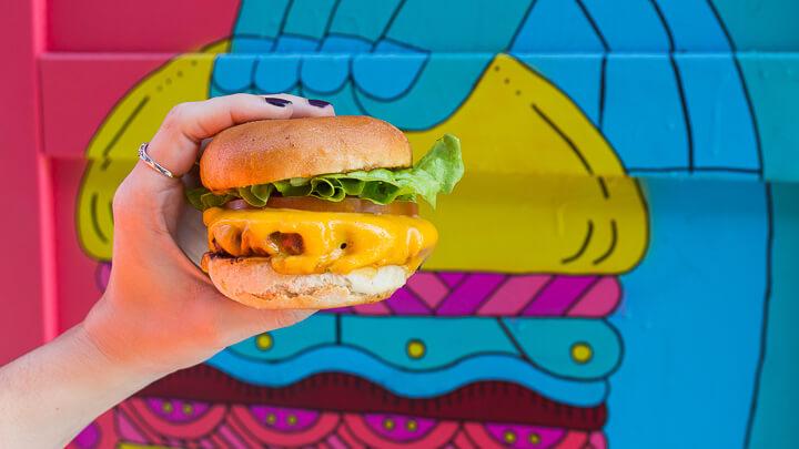 FANTASTIC V Fantastic Vurger hecha de Beyond Meat
