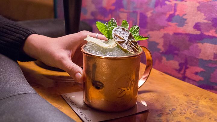 CIRIACO BROWN Moscow Mule con vodka, zumo de lima, sirope de azúcar