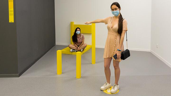 MUSEO DE LAS ILUSIONES ilusiones ópticas silla y proporción