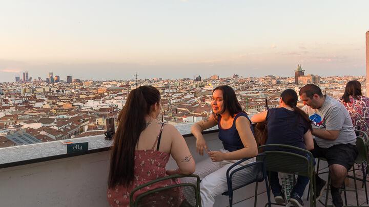 ELLA SKY BAR MADRID sky line vistas cuatro torres