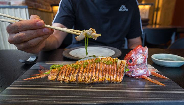 NOMO restaurante de cocina japonesa en el barrio de Salesas