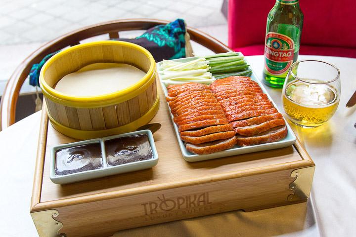 TROPIKAL LUXURY BUFFET buffet de alta cocina asiática platos preparados al momento