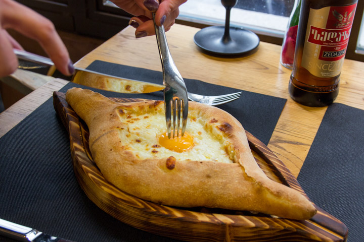 Kinza, la casa que acerca ¡por fin! la cocina georgiana más tradicional