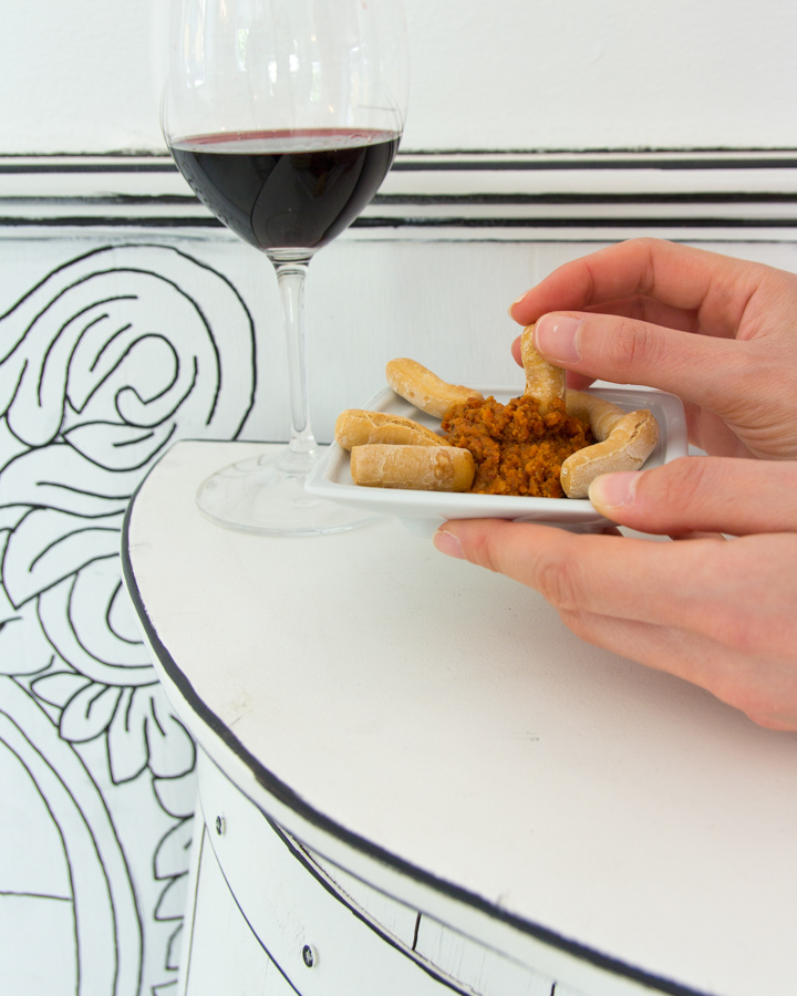 Estando contigo, tomarse un vino dentro de un cómic en Ópera
