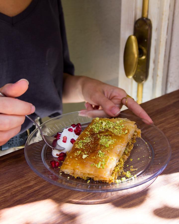 El país del mediterráneo es conocido también por su Hummus, algo que por tanto no podía faltar en Beirutista y que cuenta con una sección propia en la carta. Encontramos tanto la receta clásica como otras menos conocidas (Beiruti, Kebbeh, Harr y Shawarma).